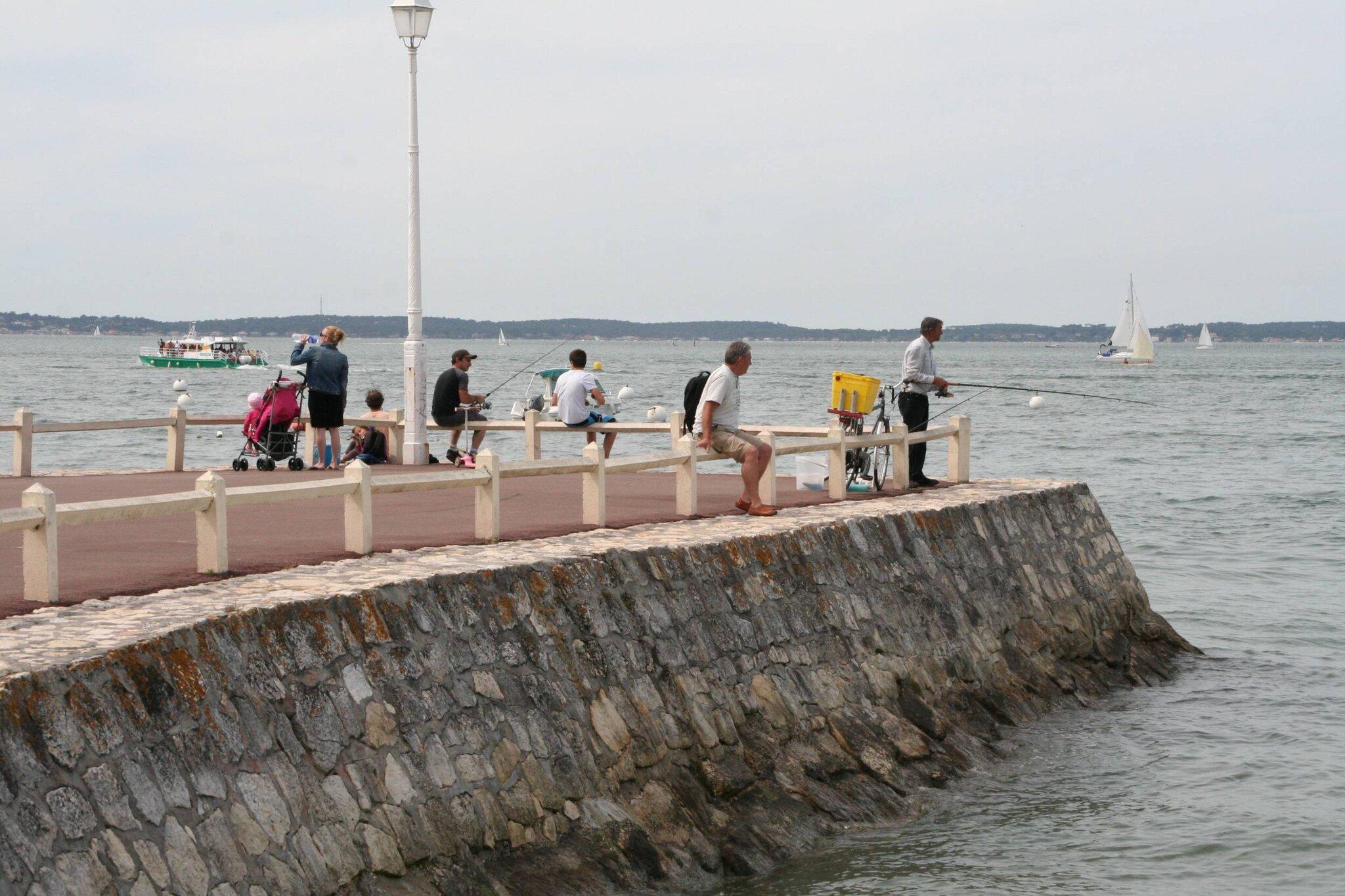 Plage d'Arcachon-Pêcheurs au musoir