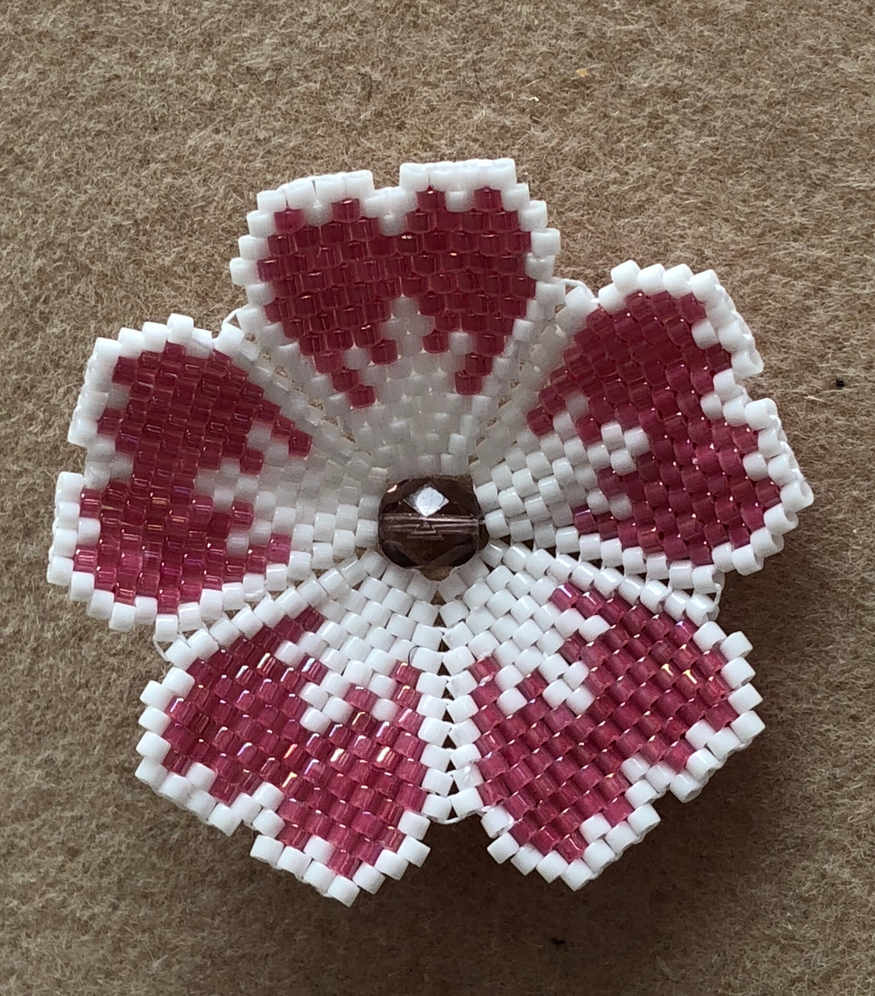 Broche en brick stitch