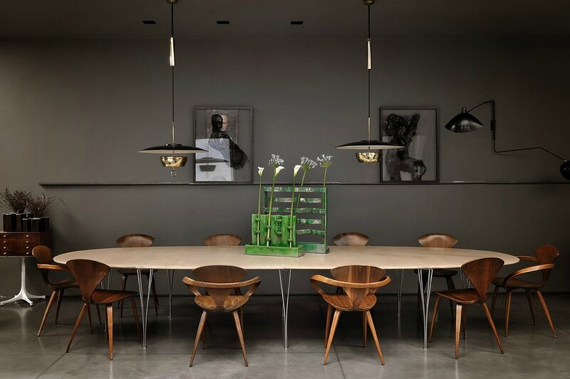 Couleurs-sombres-ambiance-cabinet-curiosites-design-milan-Charles & Ray Eames (6)