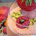 Smoothie fraise, pêche, abricot, et framboise