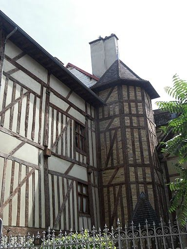 TROYES 329