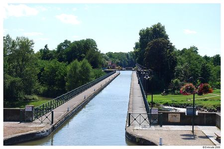 Evin_pont_canal_Digoin_01