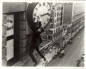 harold_lloyd_film_safety_last_1