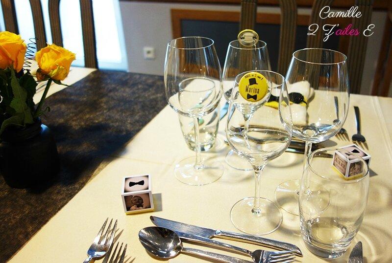 deco table noeud papillon jaune noir badge 2