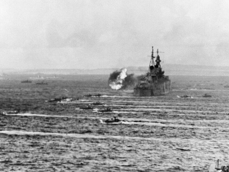 USS_Indianapolis_(CA-35)_shelling_Saipan_in_June_1944