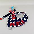 Bavoir bandana personnalisé prénom Perle attache tétine style marin bleu rouge blanc cadeau naissance personnalisable