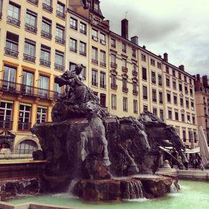 Fontaine__place_des_Terraux_2