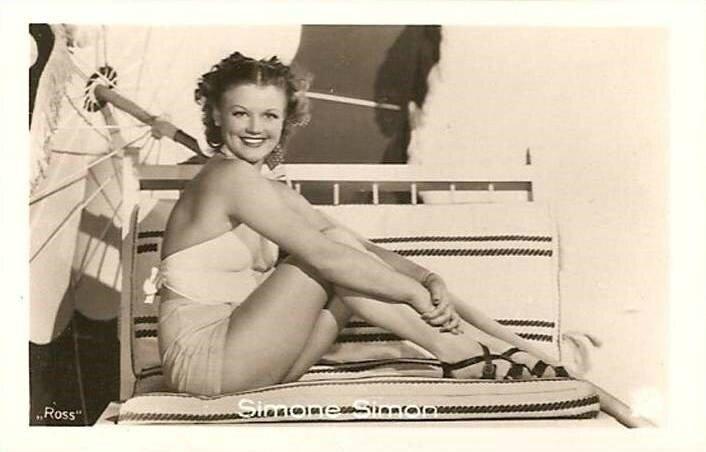 CPA Actrice Simone Simon 2