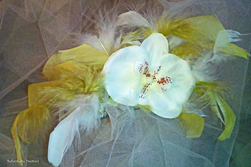 attache traîne blanc vert anis orchidée plumes mariage