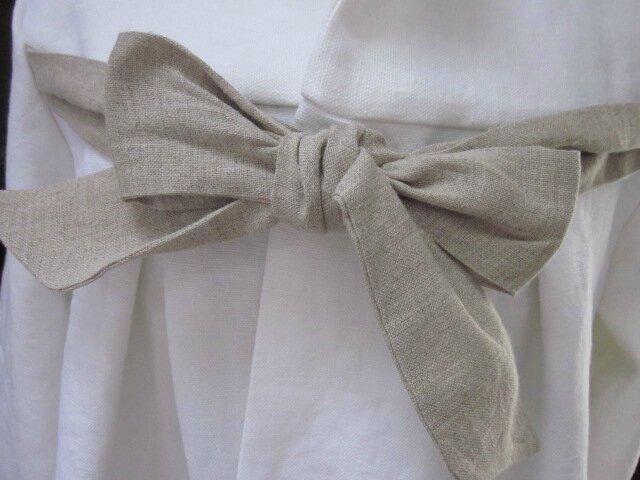 Manteau de lin épais et dense blanc noué d'un lien de lin brut sur le devant (19)