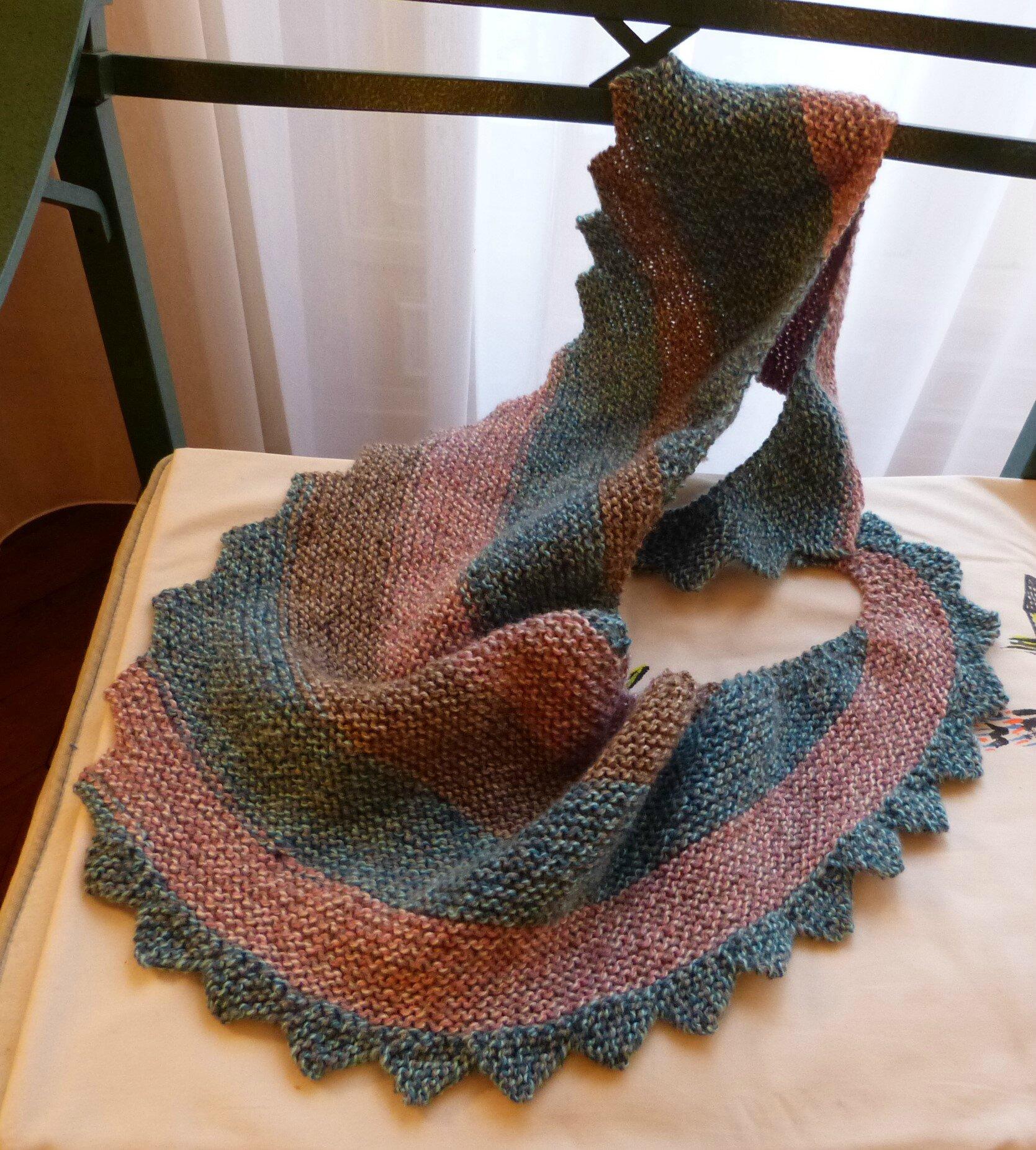 f410a3eed249 une nouvelle écharpe en forme de queue de dragon - Bigmammy en ligne