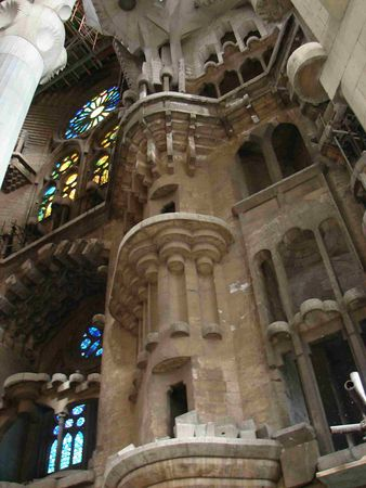 Sagrada_Familia_interior
