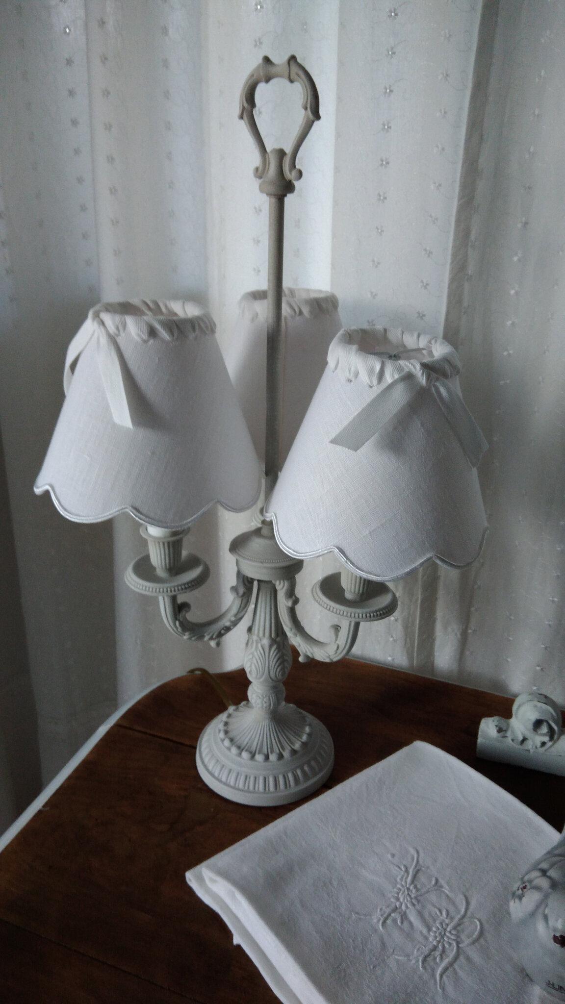 Lampe bouillotte patinée lin et 3 abat jours en lin blanc