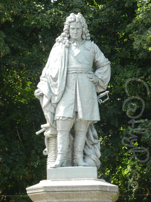 && Statue Vauban