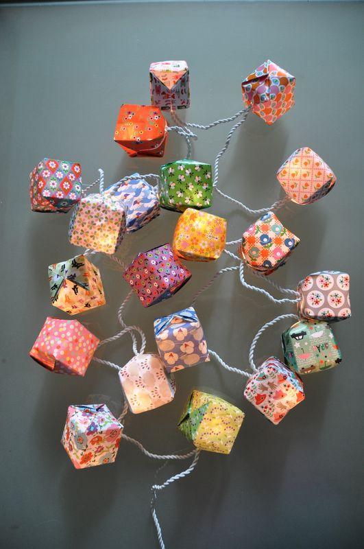 guirlande cubes papier fifi mandirac guirlandes origami. Black Bedroom Furniture Sets. Home Design Ideas