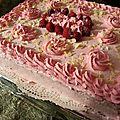 Gâteau fourré à la crème mascarpone et framboise