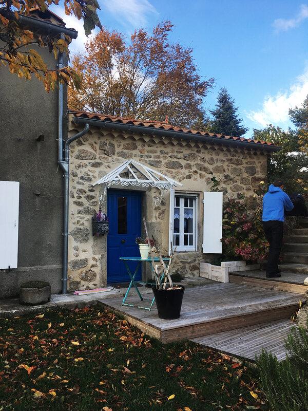 ardeche-arbres-maison-brouette-decoration-maison-famille-tourisme-ma-rue-bric-a-brac