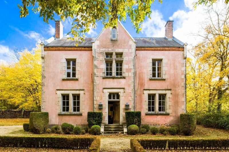 A pink country retreat in France photos by Julio Piatti (8)