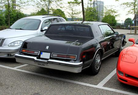 Oldsmobile_toronado_brougham_coupe_de_1979__Rencard_du_Burger_King__02