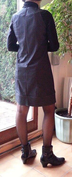 robe grise dos