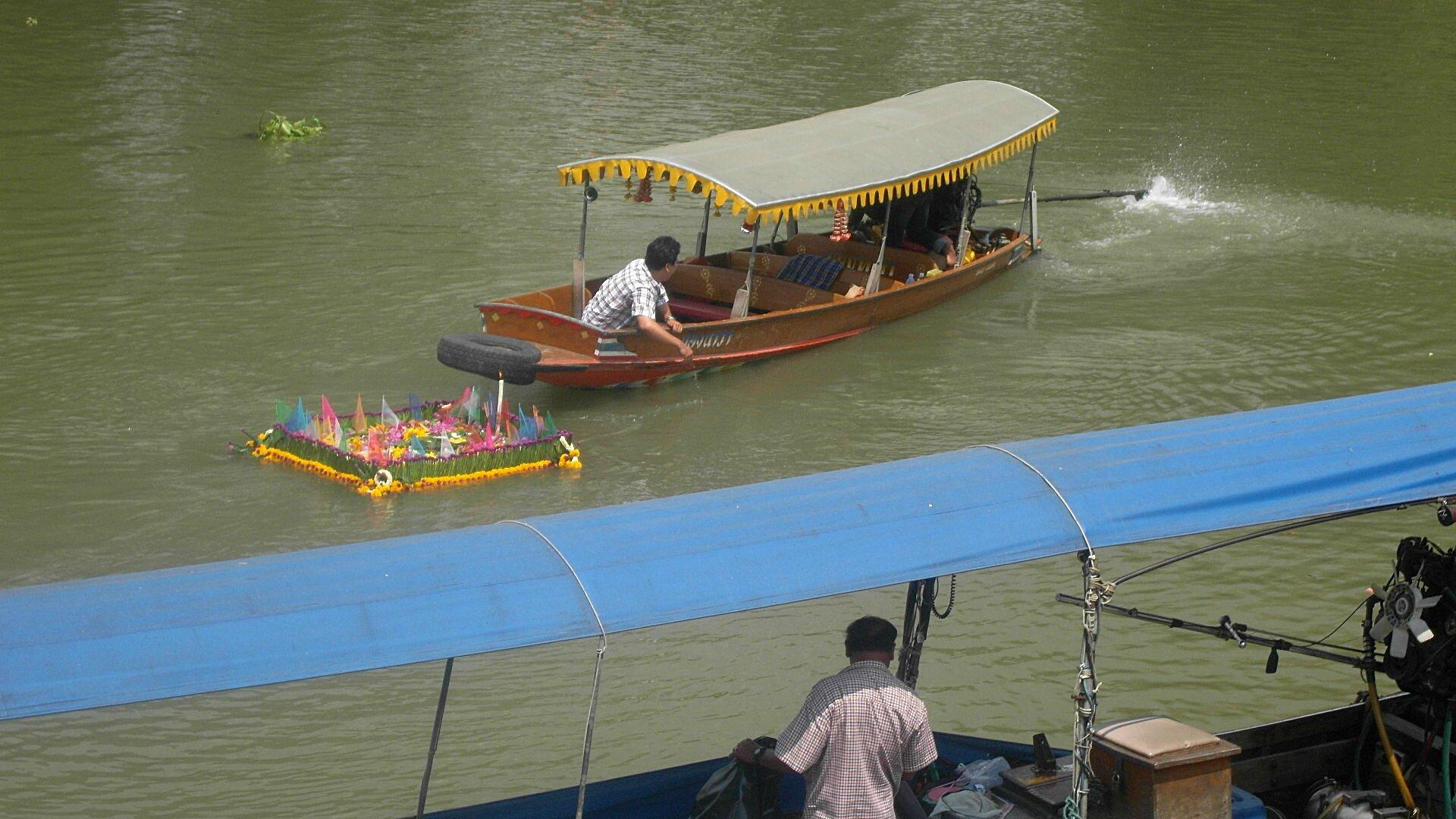 AYUTHAYA - 0ffrande bateau
