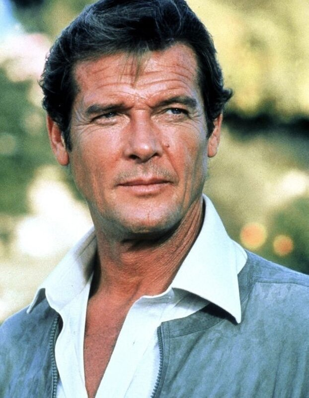 Roger-Moore-l-agent-007-a-tire-sa-reverence