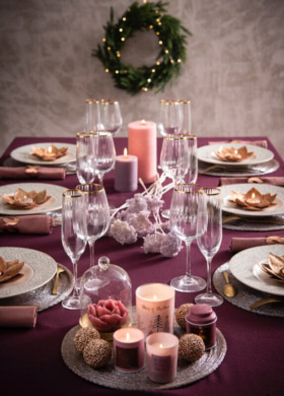 maisons_du_monde_noel_2018_table_rose