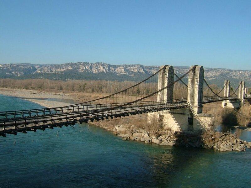 Pont-suspendu-de-Mallemort-et-la-Durance