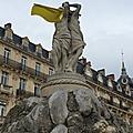 Drapeau jaune place de la comédie, montpellier