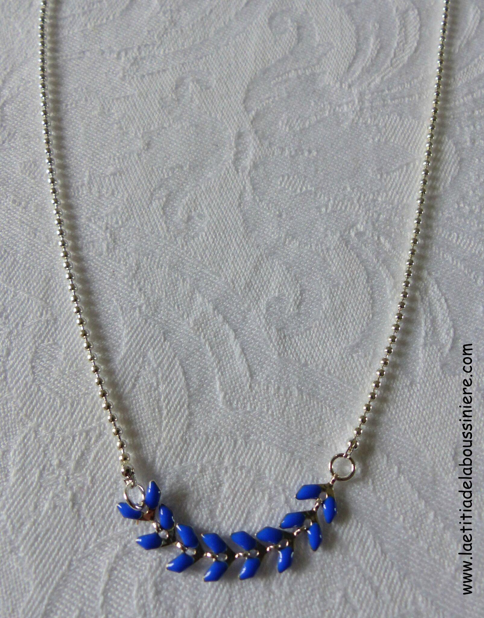 Collier César (bleu nuit, argenté) - 18 €