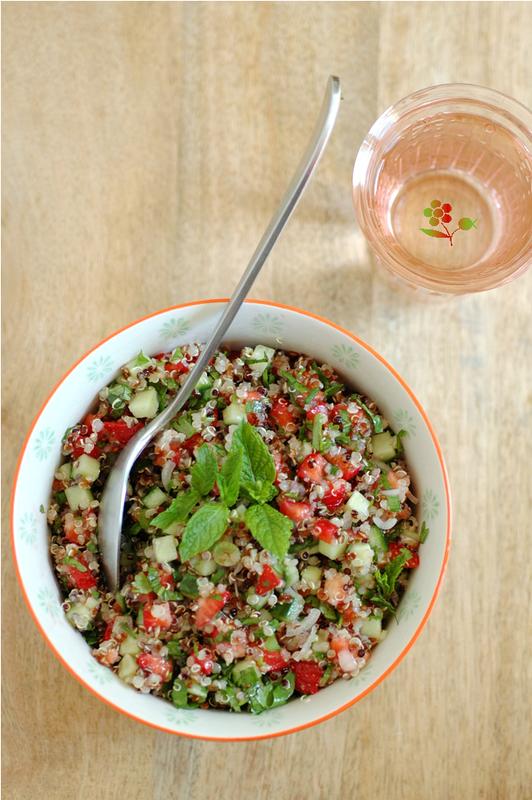 Salade quinoa, concombre, fraises & herbes