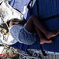 Violette sieste sur le pont