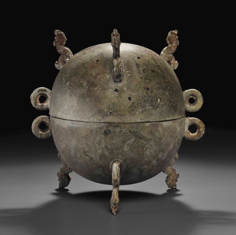 2014_NYR_02830_2022_000(a_bronze_tripod_ritual_food_vessel_and_cover_dui_late_warring_states_p)