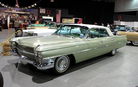 Cadillac_sedan_de_ville_de_1964__RegioMotoClassica_2010__01