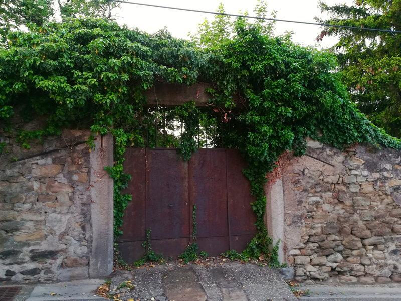 vieux portail dans la rue des Capucins