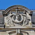 04 Hôtel de Ville - Fronton orné d'un portrait de Napoléon