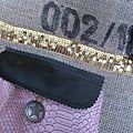 Sac FELICIE n°29 à partie d'un ancien sac de café et simili cuir noir -étoile cuir rose, bande de paillettes or, poche en simili python rose - anciennes sangles militaire en cuir (3)