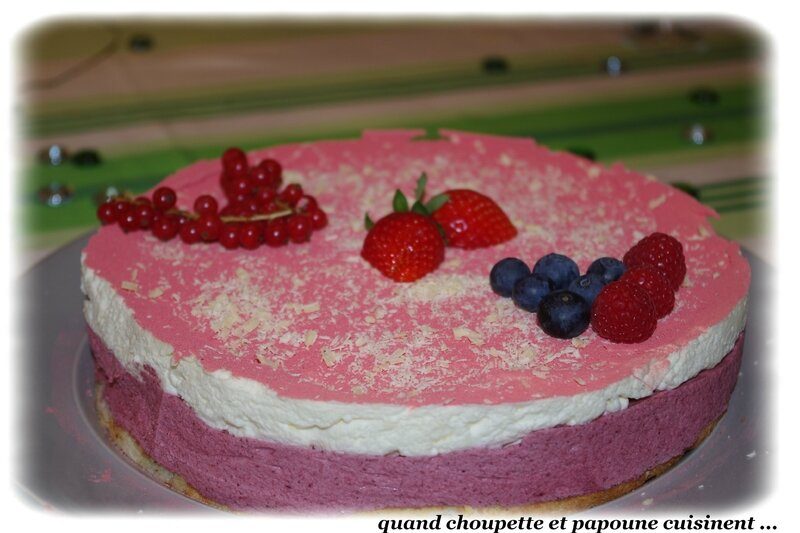 entremet mousse de fruits rouges et mousse chocolat blanc-9250