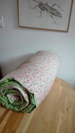Plaid-Edredon en Liberty Fairford rose et vert, dos coton vert, passepoil rose 100x150 cm (7)