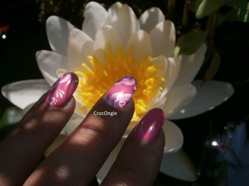 nail art roses one stroke venis Moya n°609 Crocongle3