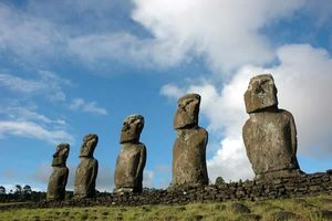 paques_moai