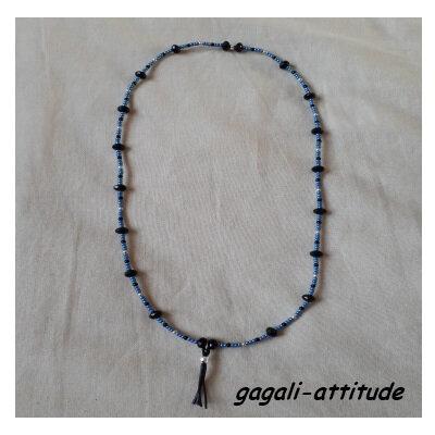 Collier noir et bleu perles