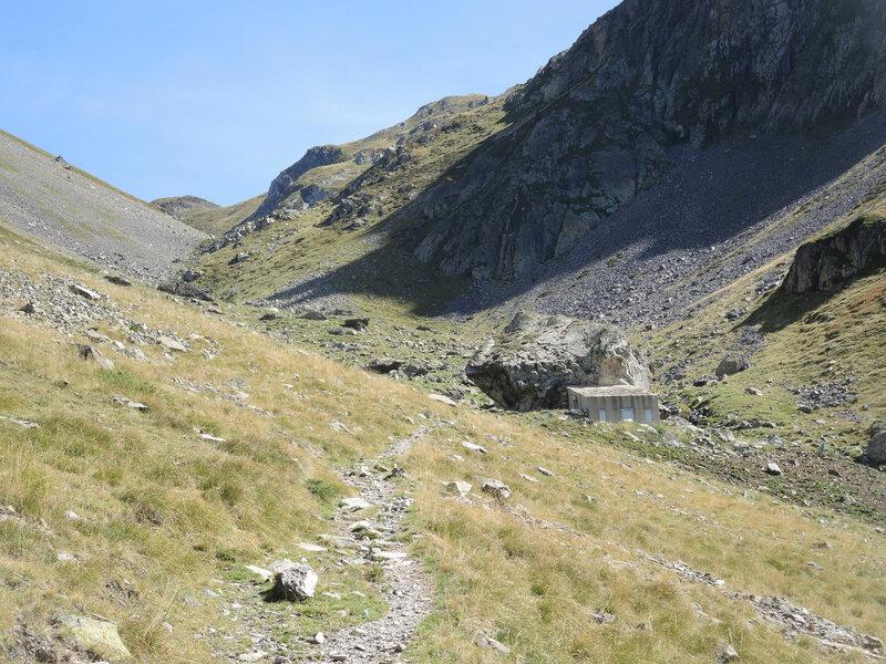 Lac d'Arrious, randonnée, d) vallon d'Arrious, cabane (64)