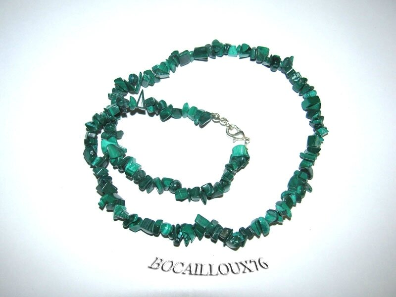 COLLIER MALACHITE 12 CHIPS
