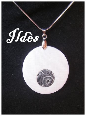 fimo pendentif rond spirale grise 2