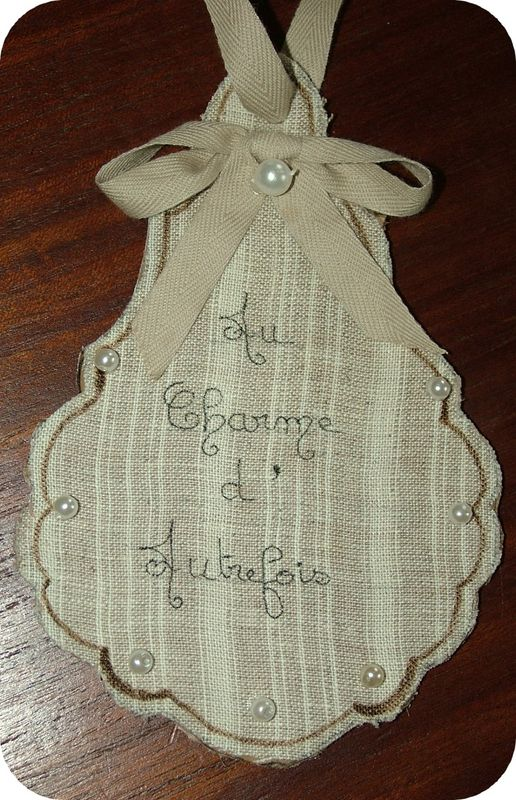 Pampille en lin et carton