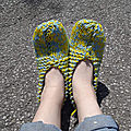 pantoufle jaune et bleu (photo 1 dans les pieds de Anne So)