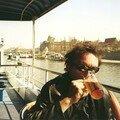 Jénorme boit une bonne bière sur un bateau à Pragues (République tchèque)