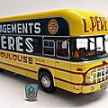 Berliet plr 8 mu fourgon déménagements pérès. hachette. collection berliet. #20. 1/43.