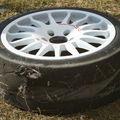 restant d'un des pneus de Bugalski
